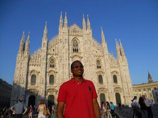 Renato na Piazza Duomo na frente da Catedral Duomo