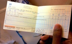 ticket de trem pra Viena em mãos
