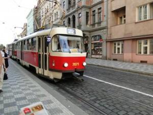 Tram 22 na Újezd, próximo ao Petrin Hill