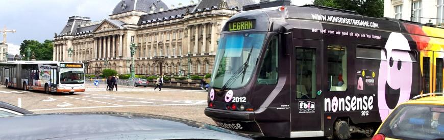 Tram próximo ao Palais Royal em Bruxelas