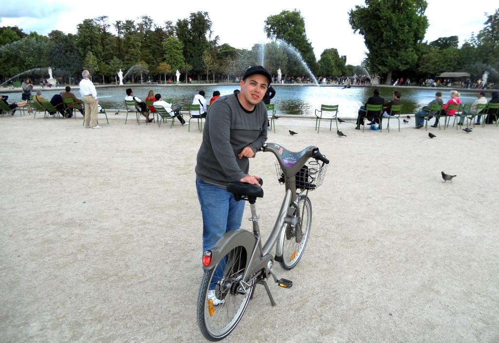 Gustavo de Velib nos Jardins de Tuileries em 2011
