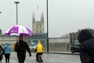 Westminster Bridge debaixo de chuva