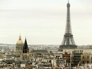 A Torre Eiffel e as cúpulas de Invalides e de Saint Germain de Prés vistos do alto das Torres de Notre Dame