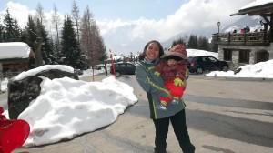 Matheus e Karina em Les Esserts cercados de neve