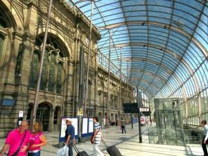Histórico prédio da Gare de Strasbourg protegido pelo vidro