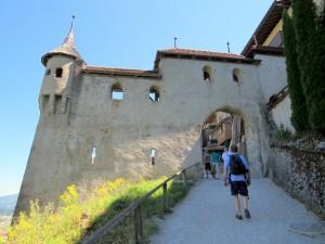 Entrada do vilarejo medieval de Gruyères