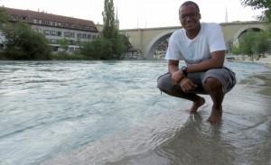 Curtindo a água gelada do Rio Aare