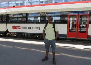Eu em Bulle, esperando a transferência pra Gruyères