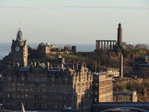 Calton Hill visto do Castelo de Edimburgo