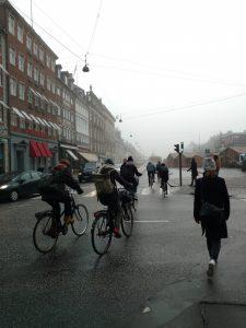 Bicicletas no Nyhavn - Copenhague num dia de frio e neblina