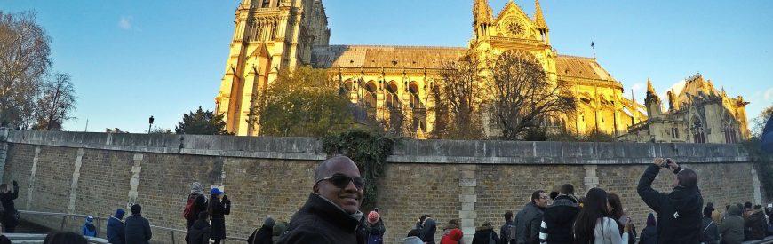 Navegando pelo Rio Sena com a Bateaux Parisiens